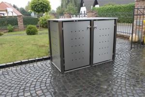 Mülltonnenbox aus Edelstahl mit Vierkantpfosten 2x 240 Liter